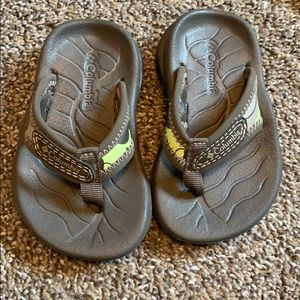 Toddler 5 Columbia flip flops